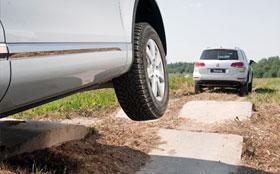 Урок вождения в условиях грунтовой дороги