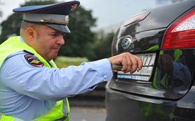 Гаишникам запретят снимать номера с машин